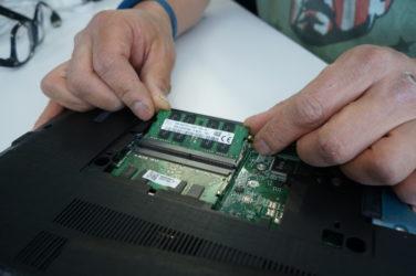 Как подключить оперативную память к ноутбуку?